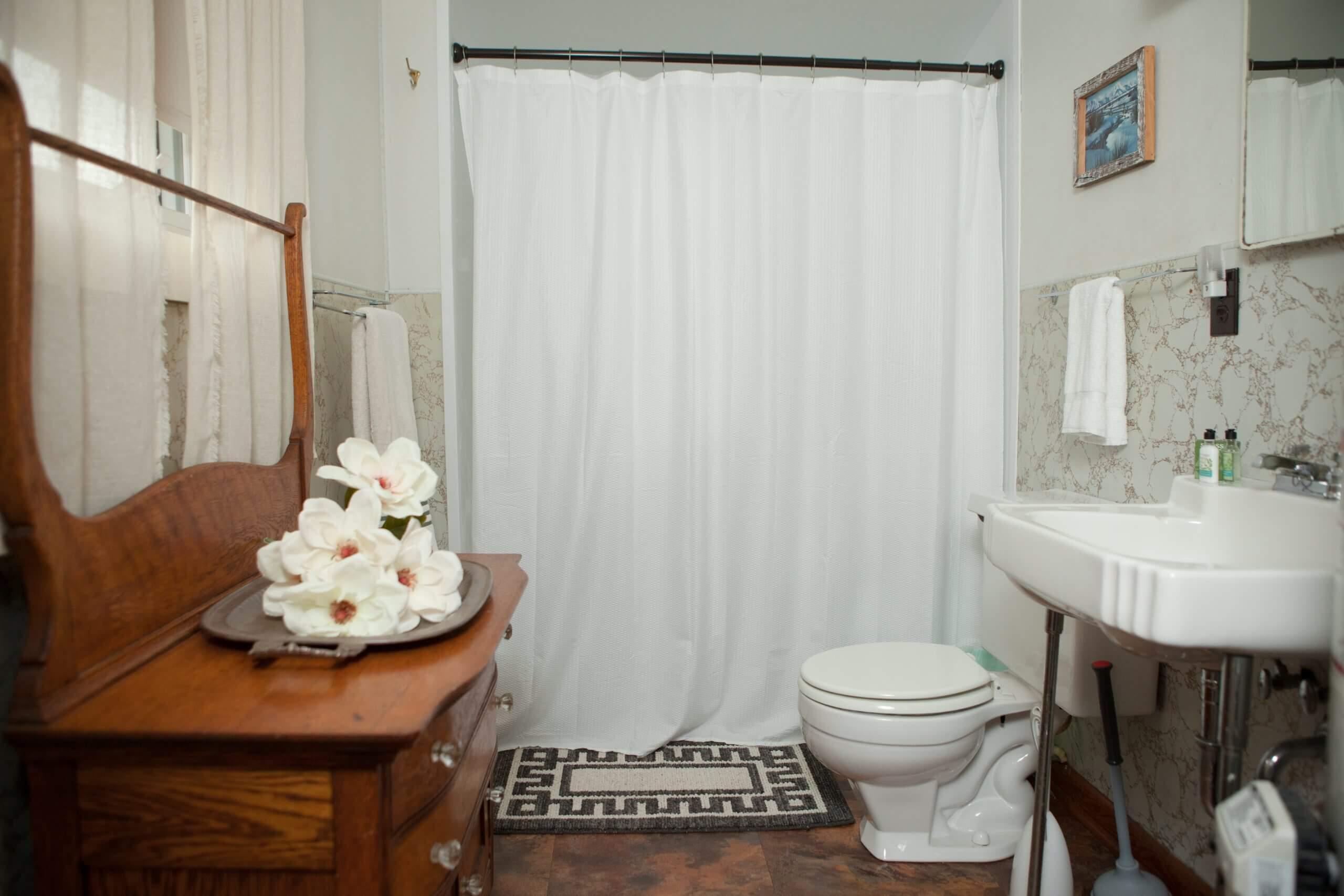 Cottage 9 bathroom, Mission Springs Resort